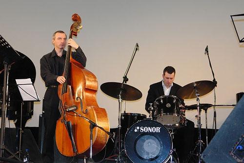 Джазовый фестиваль Весна в Суздале 2008: Владимир Кольцов (контрабас), Александр Зингер (ударные)